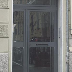 Spazio infinito, porte e portoni in alluminio